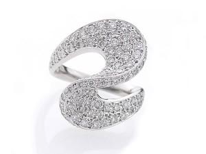 デザイン性のあるダイヤモンドリング